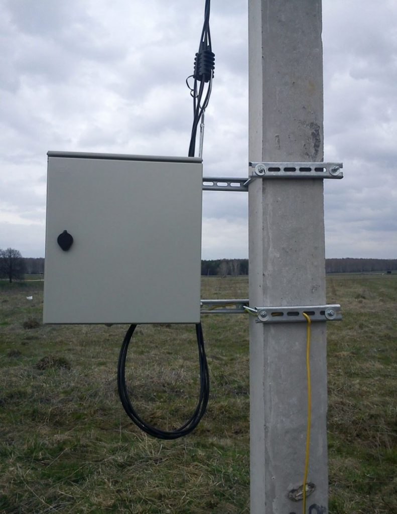 Перед раскаткой проводов должны быть установлены все опоры, защищены переходы через инженерные сооружения, ну и, конечно, подвезены барабаны с самим проводом.