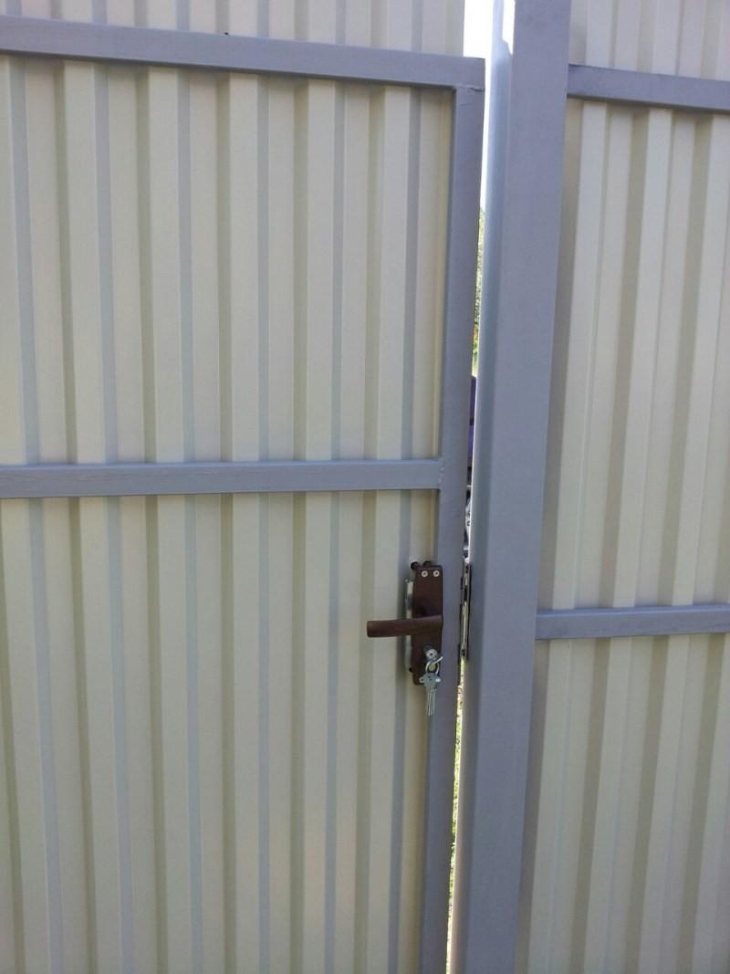 калитка в заборе из профнастила своими руками