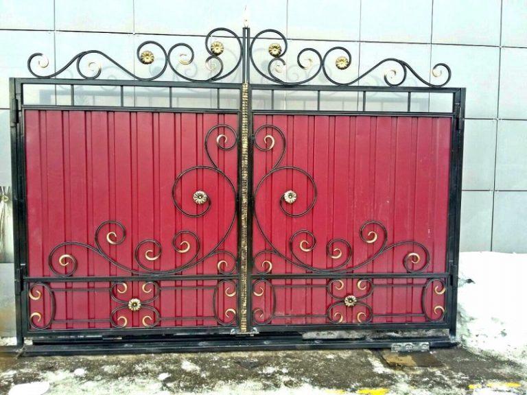Узоры на воротах из проволоки фото