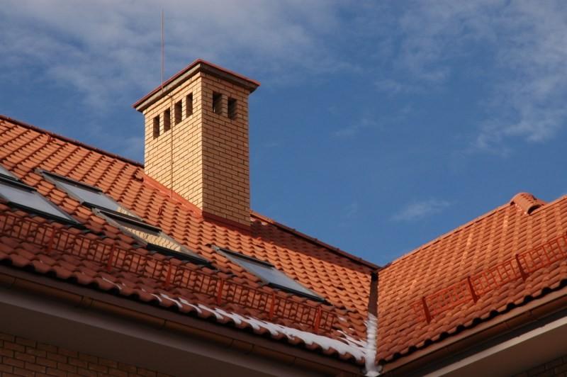Обвязка трубы на крыше